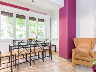 4BRD Apartment in the Heart of Gràcia sleeps 7