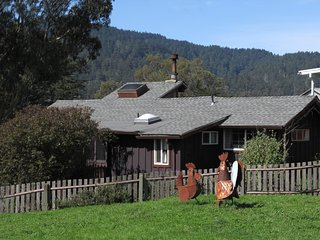 Berry Vine Cottage, sweet farm setting half mile to Pt Reyes Nat'l Seashore Park