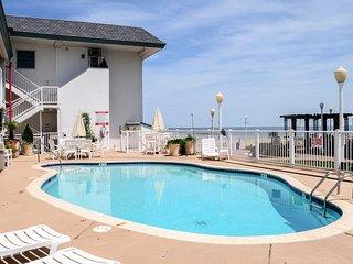 Virginia Beach Studio w/Pool Access-Steps to Beach