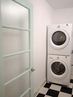Guest House: You'll appreciate the full size washer & dryer if you've been on the road for a while.
