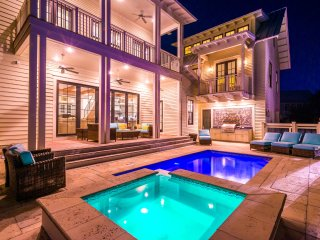 Private Heated Pool, 6 Seater Golf Cart, Carriage House!