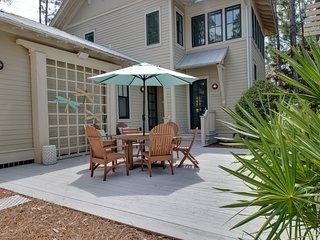 'Sunshine & Saltwater' Outdoor Kitchen! 6 Seater Golf Cart!