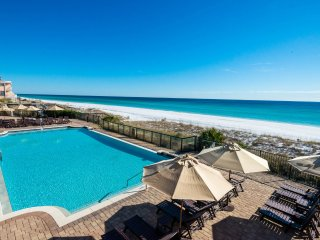 Complimentary Beach Setup! Gulf Front First Floor Condo! Ice Maker!