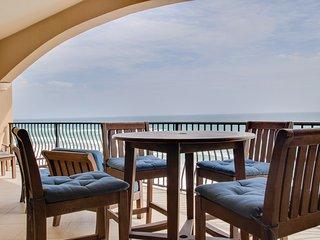Top Floor Condo! Jacuzzi Tub! Beach Setup! Unforgettable Gulf Views!