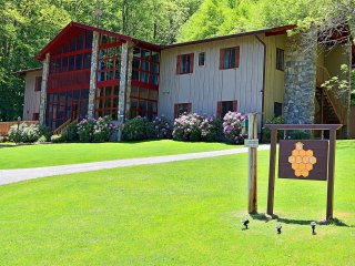 The Hive Lodge - A Rustic Farmhouse Style Lodge in the Smokies