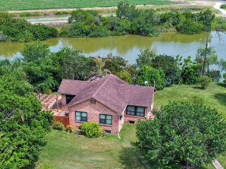 San Benito Home w/Pond View - Short Drive to Gulf!