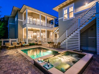 'Sea Haven' Private Heated Pool/Spa! Forest District! Golf Cart!