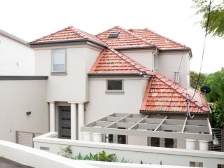 Luxurious Mini Mansion close to Manly