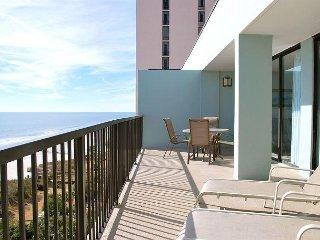 Huge Oceanfront Top Floor Penthouse w/ Panoramic views!