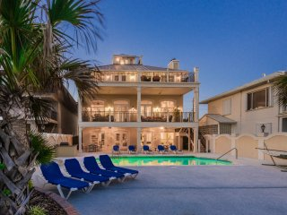 'Casa Grande' - Beach Front - Private Pool - Pool Table - Elevator