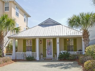 Gas Grill! Beach Shuttle with 5 Minute Ride to Beach! Warm & Inviting Cottage