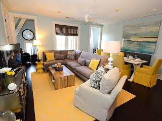 Mercado 4A - Overlooks Rosemary Beach Square - Elegance and Convenience!