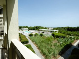 Gulf District ~ Gulf Front Condo! Steps to Beach Club, Beach Access & Dining!