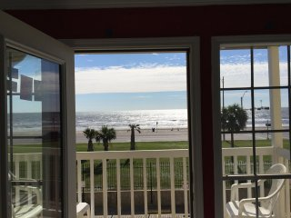 GALVESTON ISLAND, BEACH, LUXURY CONDO OCEAN VIEW, 2 BEDROOMS, 2 FULL BATHROOMS..