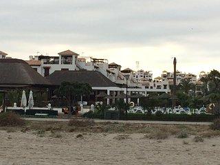 Urbanización vista desde la playa.