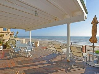 Modern Beach Condo on the Sand - Sleeps 6 to 12 (067L)2-nt min in off-season