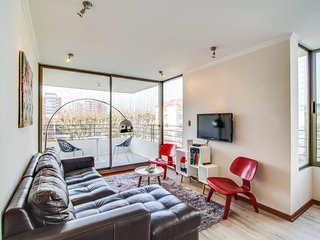 Contemporary apartment with artistic appointments, shared pool, walk everywhere!