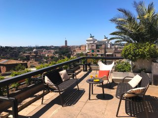 Splendid Rome Penthouse Apartment, near Trevi Fountain, with Spectacular Terrace
