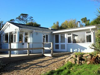 Seaways: Original 1930's holiday chalet with stunning countryside views