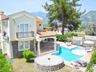 Three bedroom secluded villa for 6 people