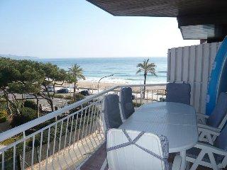 Apto. Neptuno. Frente a la playa, vistas preciosas al mar y gran terraza