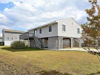 Fantastic 3 bedroom home located just 4 blocks to the beach. Great location!