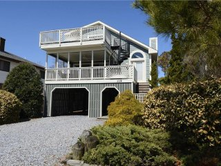 Less than a block to the Ocean - 6 bed, 4.5 bath home
