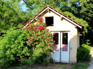 Le Fournil,child friendly Dordogne holiday cottage with pool and free pitch&putt