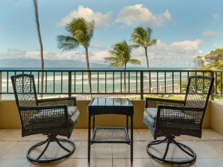 Paki Maui 222 - Oceanfront view, private pools & hot tubs perfect for a getaway!