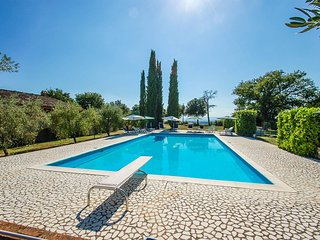 Villa with private 14x7 meter pool at 2km from supermarket & restaurant.