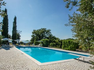 House with private pool 2km from Supermarket and restautant. 14x7 meter pool