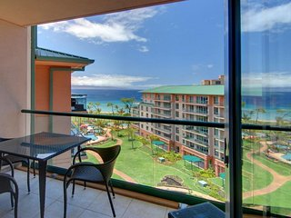 Luxury oceanfront studio in w/ resort pool, hot tub & beach access!