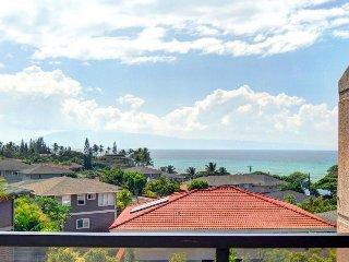 Close to everything with ocean views w/ beach access, resort pool, & hot tub