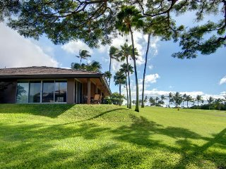 Romantic, ground-floor level studio for two w/ resort pool & ocean views!