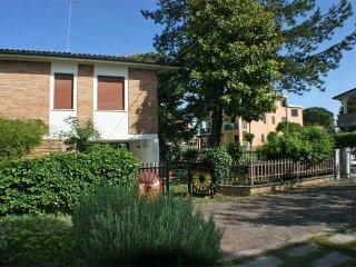 Villetta singola al 1° piano con ampio giardino su 4 lati