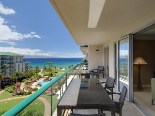 Beautifully-appointed condo w/ ocean views, pools & hot tubs, spacious lanai!