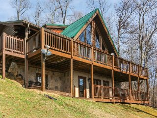 Family-focused cabin w/stunning views, private hot tub, & games for everyone