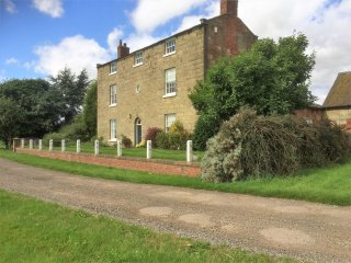 Cosy comfortable, quiet & private accomodation within 17th Century Farmhouse