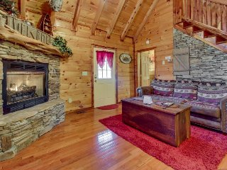 Romantic woodland cabin with hot tub surrounded by natural beauty!