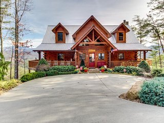 High-end mountain cabin with private hot tub, stunning natural views, & more!