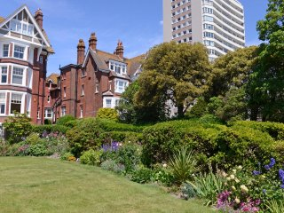 Chatsworth Gardens & Seaviews