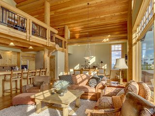 Gorgeous ski-in/ski-out penthouse w/ private balcony, gas fireplace