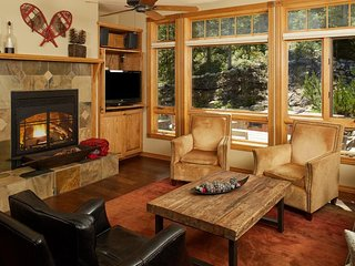 Peaceful mountain retreat w/ private hot tub, fireplace, & ski-in/ski-out!