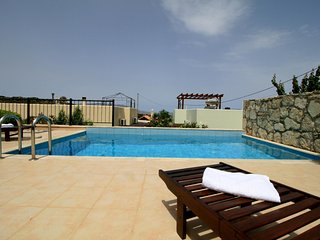 2-Bedroom Villa with Private Pool, BBQ - Sea View!