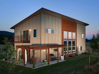 Modern architectural gem w/ mountain views near Glacier National Park