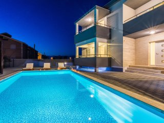Apartment with outdoor swimming pool,