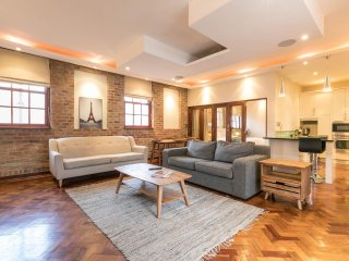 Popular New York style living, City Loft -Sleeps 8