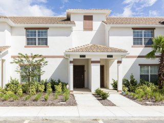 Luxurious 4BR 3bath Champions Gate Townhouse w/private splash pool from $128nt