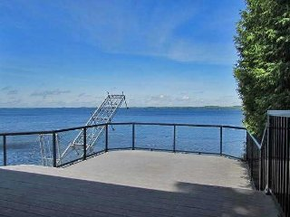 Kawartha Lakes , Fenelon Falls ,5 BR Lake Access , Hottub , 15 Sleeps, 199/Day ,