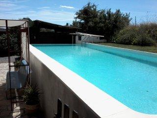 Spacious house with swiming-pool